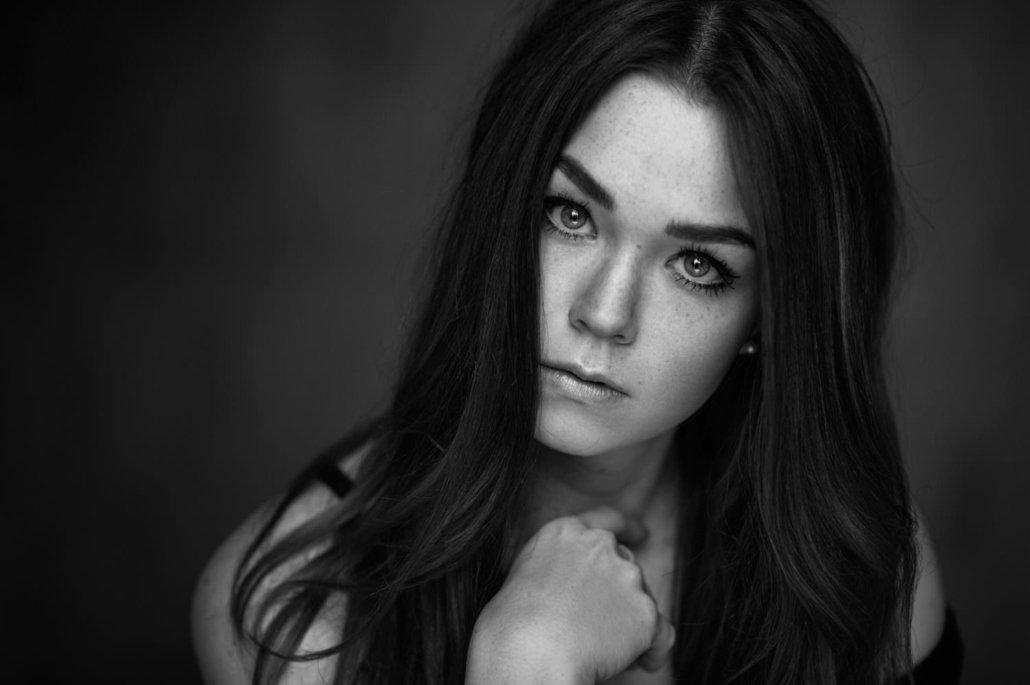 Model Katharina im Studio, Portait s/w