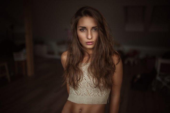 Portrait in farbe mit Model Medea