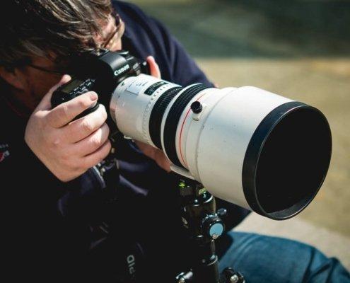 Teilnehmer beim Outdoor Fotokurs mit Canon Super-Teleobjektiv