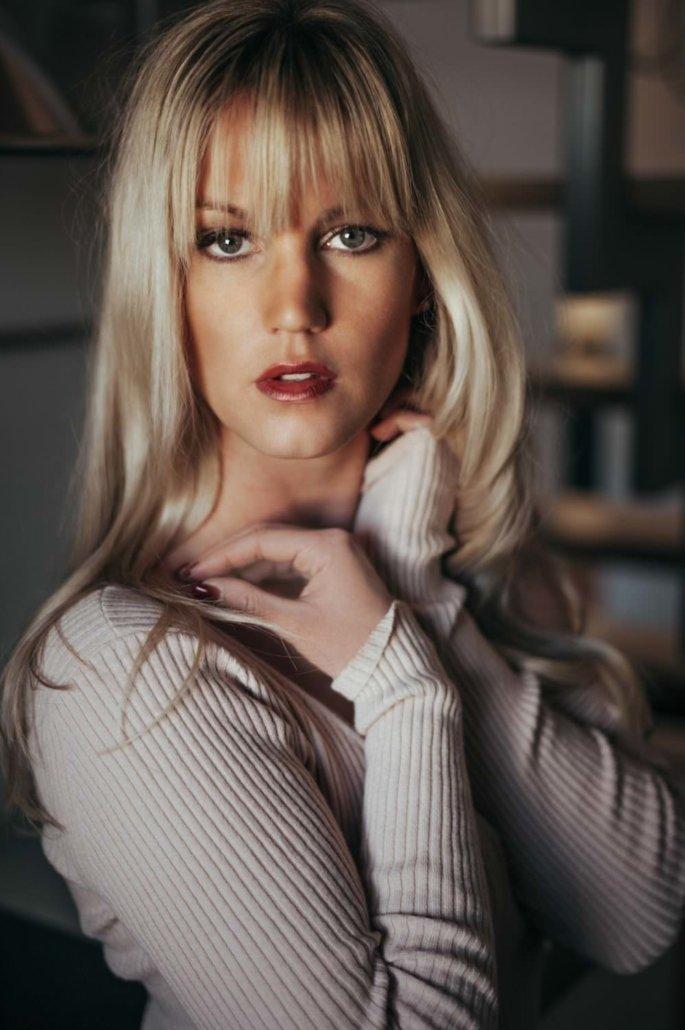 Editorial, Model Stephanie Marie in der Küche 02
