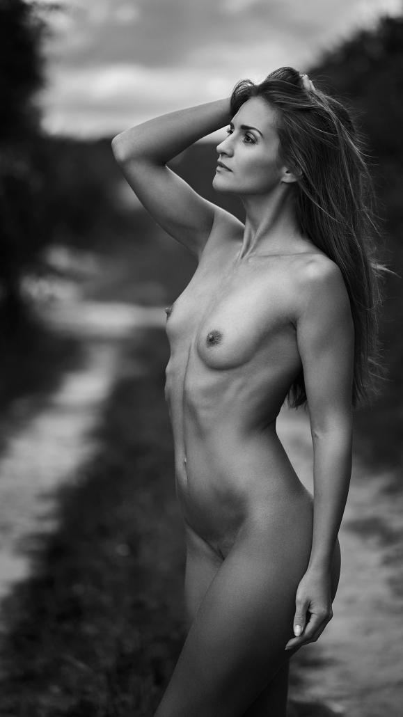 Nude Outdoor Akt mit Model Jolijna Marijan
